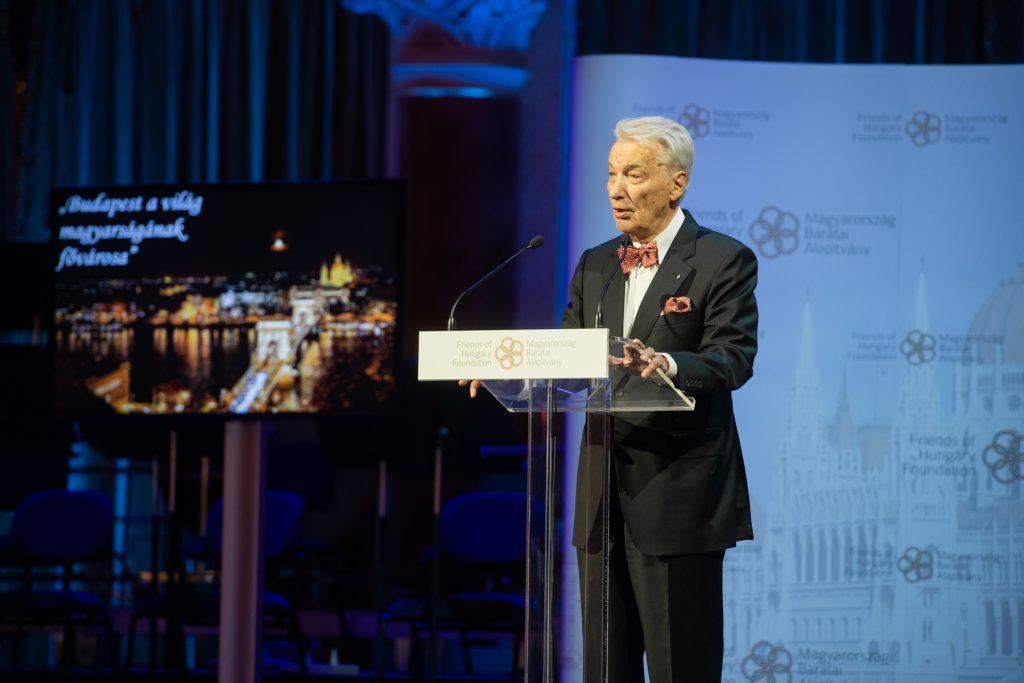 E. Sylvester Vizi zum Präsidenten des ungarischen Atlantikrats wiedergewählt post's picture