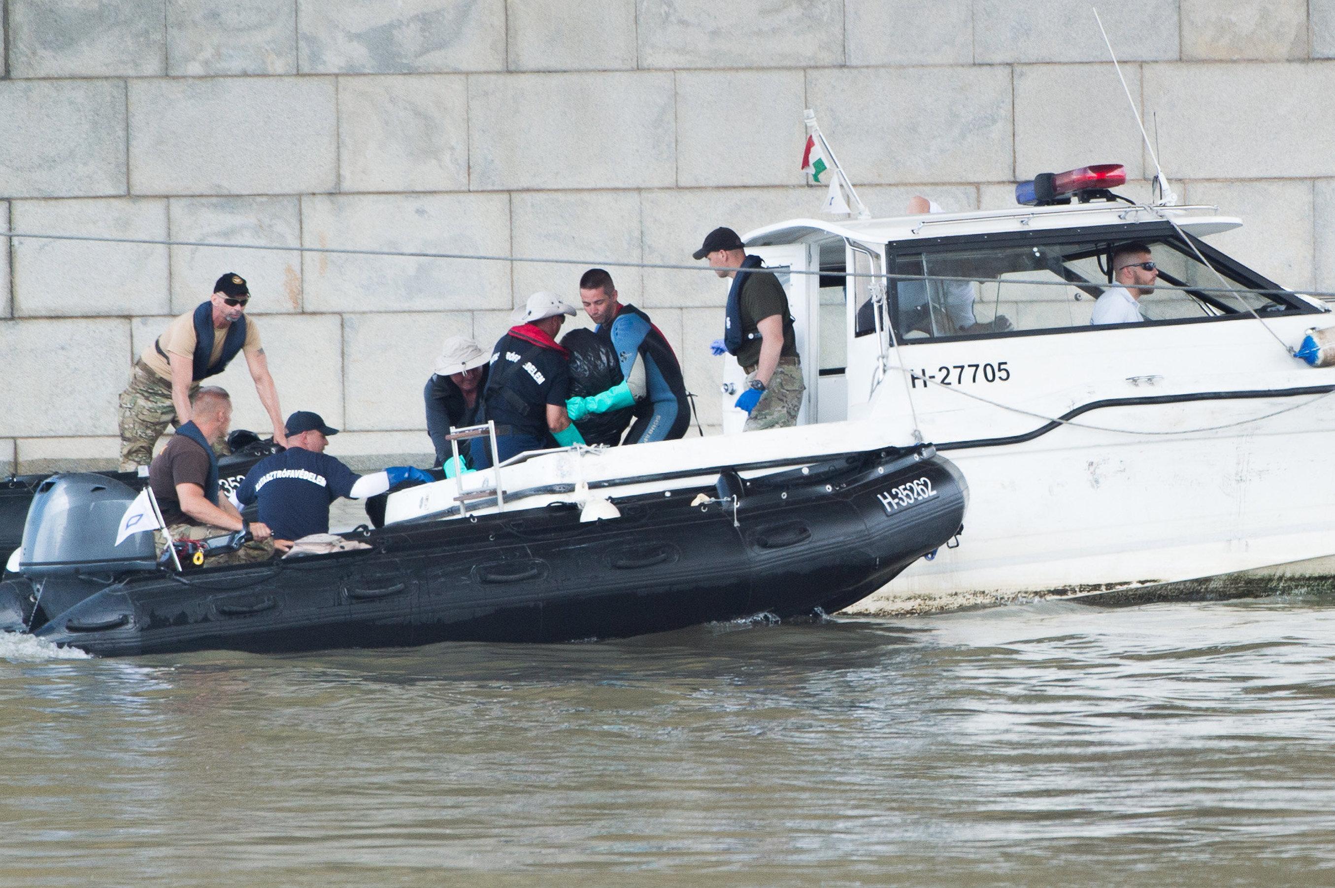 Weitere Opfer nach Schiffsunglück in Budapest geborgen post's picture