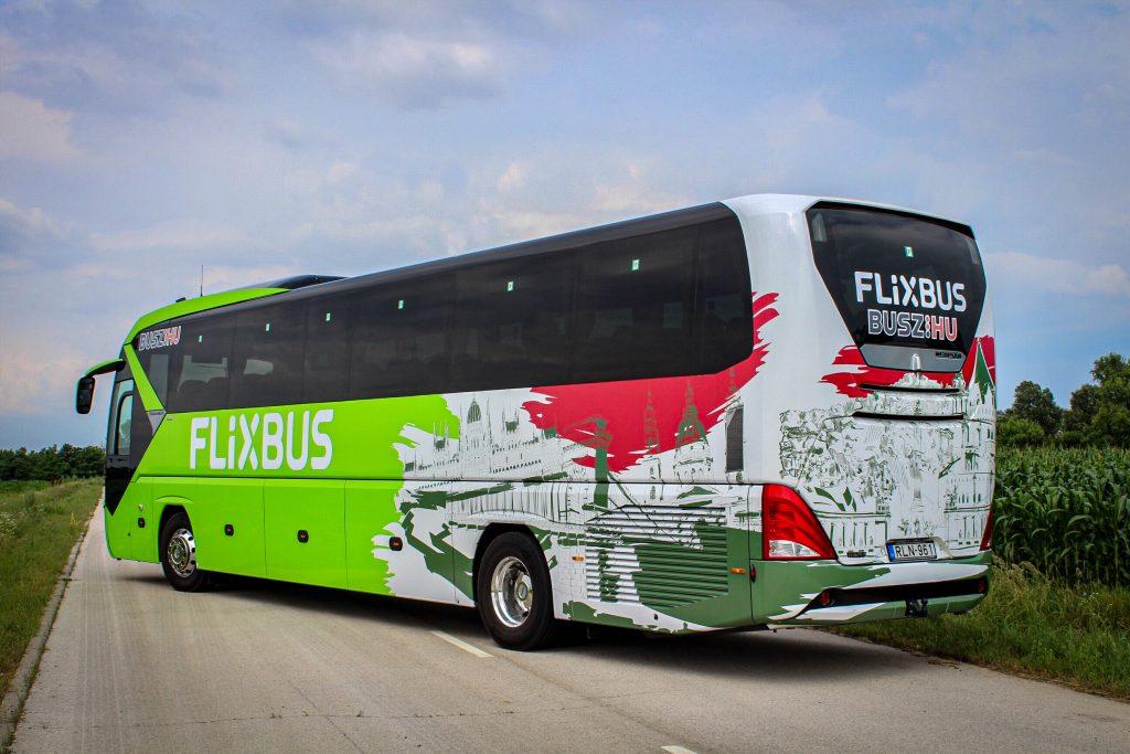 Ungarn-Design-Busse im Verkehr: FlixBus feiert 3. Geburtstag im Land