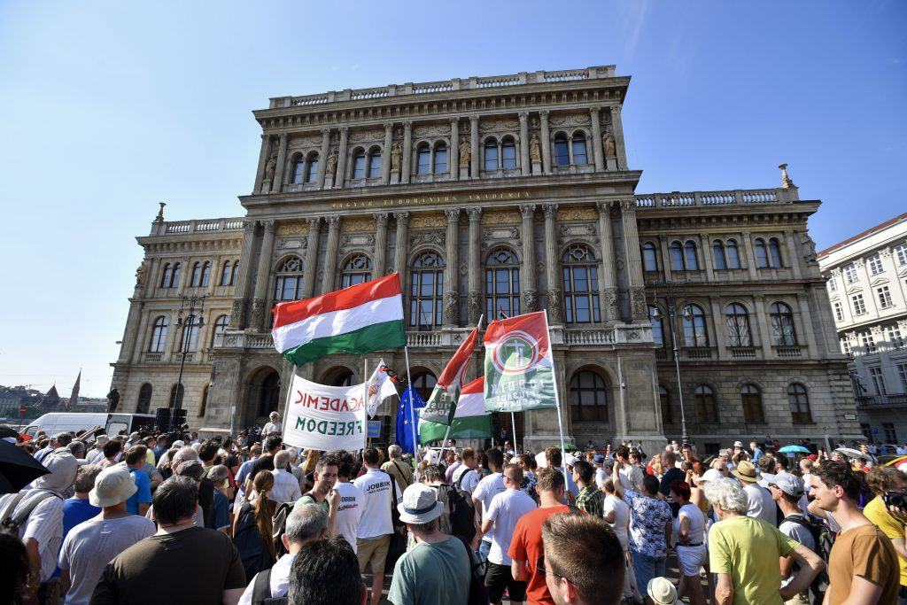 """Rektorenkonferenzen von Deutschland, Polen und Österreich: """"Ungarn soll Akademie-Gesetz zurückziehen"""" post's picture"""