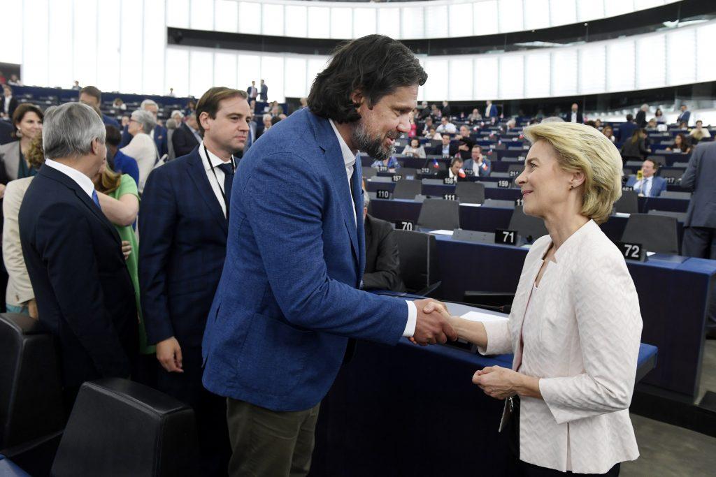 Zwei ungarische Stimmen gegen von der Leyen post's picture