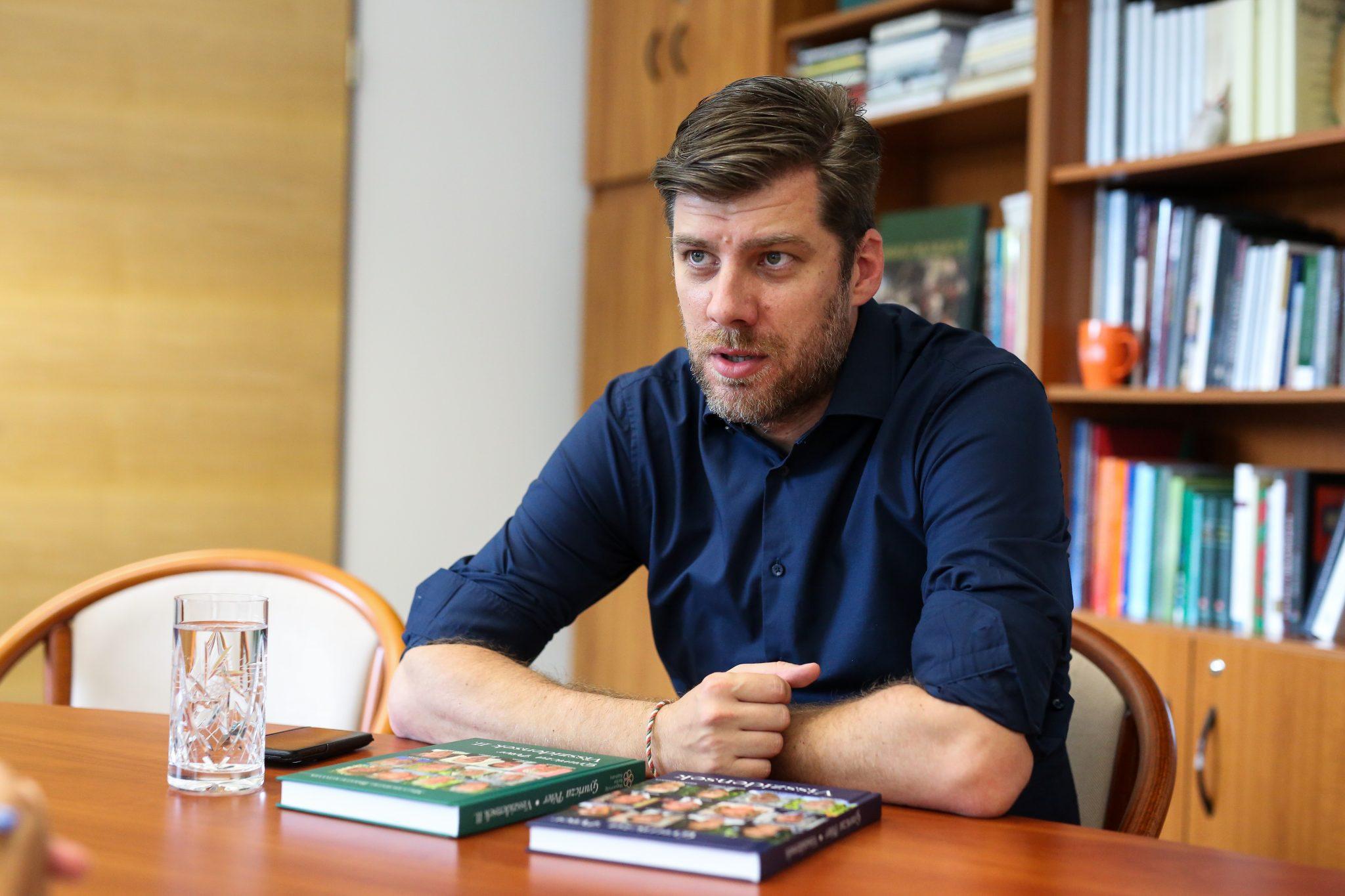 """""""Diese Regierung denkt in Nationalität, nicht in Grenzen"""" – Interview mit Péter Szilágyi post's picture"""