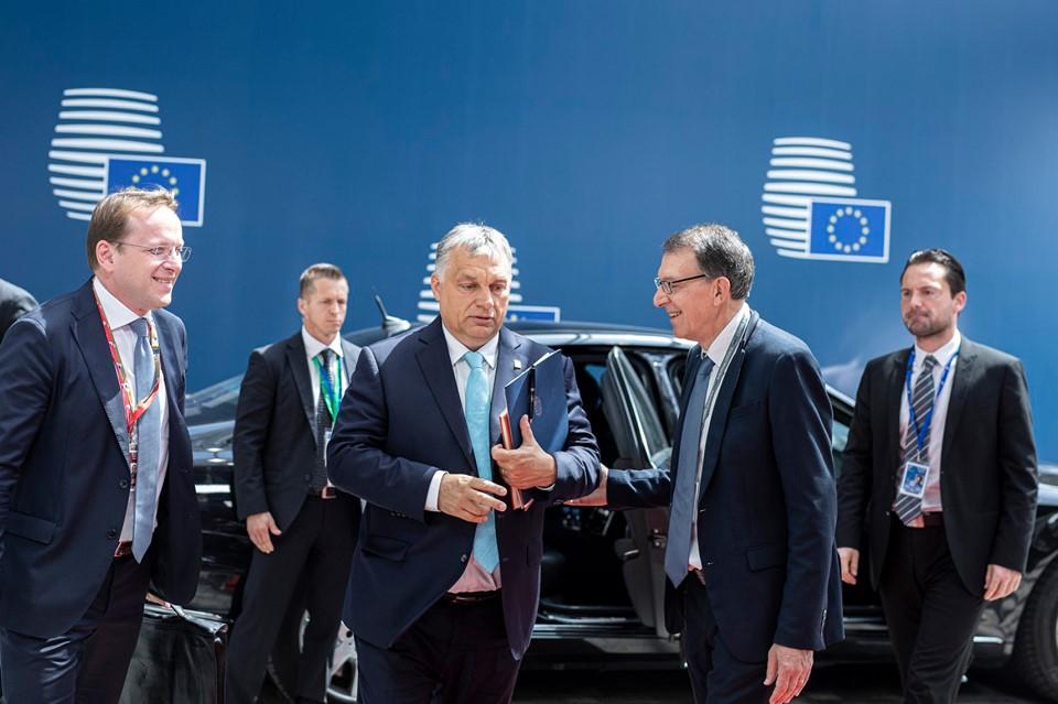 Presseschau von budapost: Orbán gegen Timmermanns-Kandidatur