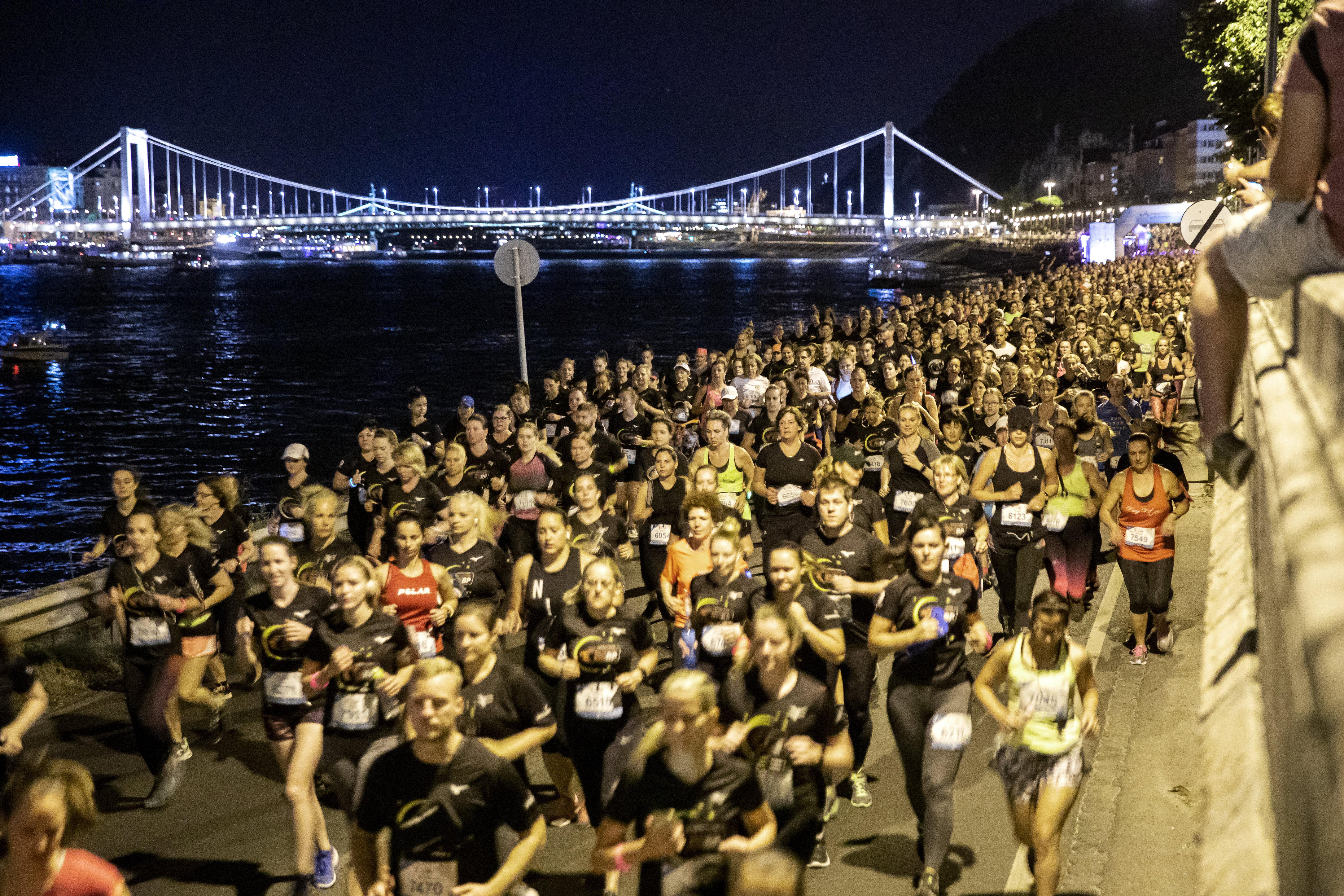 Sechstausend nehmen am Nachtlauf in Budapest teil post's picture