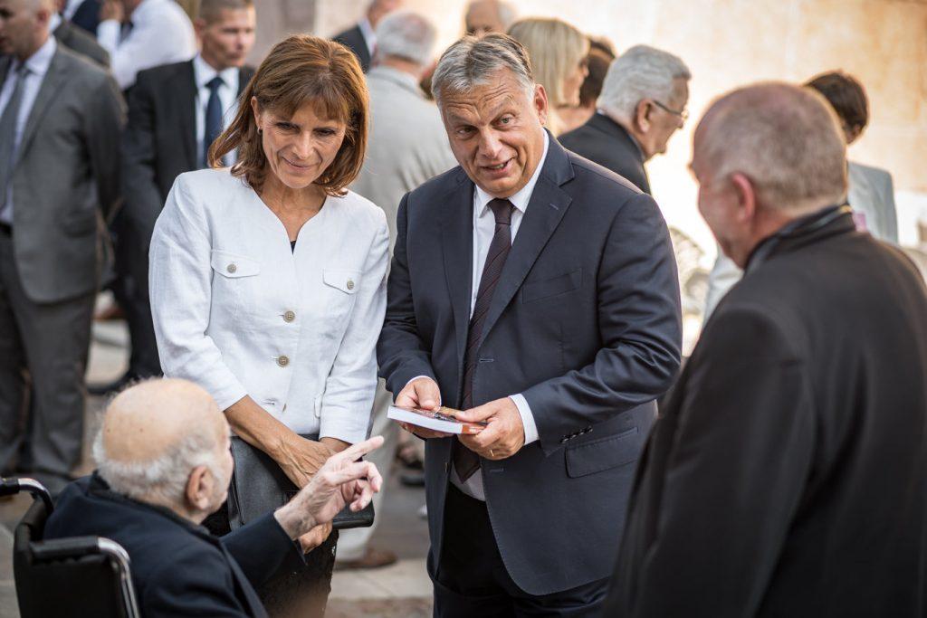 Orbán in Rom fotografiert post's picture