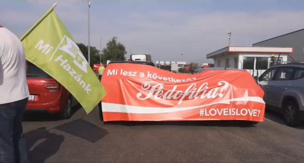 """Mi hazánk: """"Zero Coca-Cola, Zero homosexuelle Propaganda"""""""