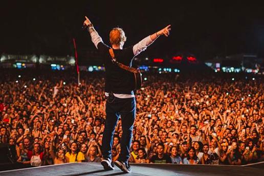 Sziget beginnt mit Ed Sheeran, riesiger Menschenmenge und langen Schlangen