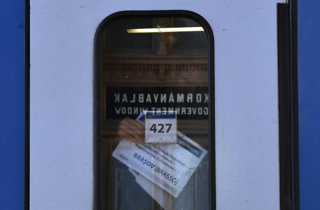 Trinanon 100: Ortsnamen an Eisenbahnschildern auch in ungarischer Sprache
