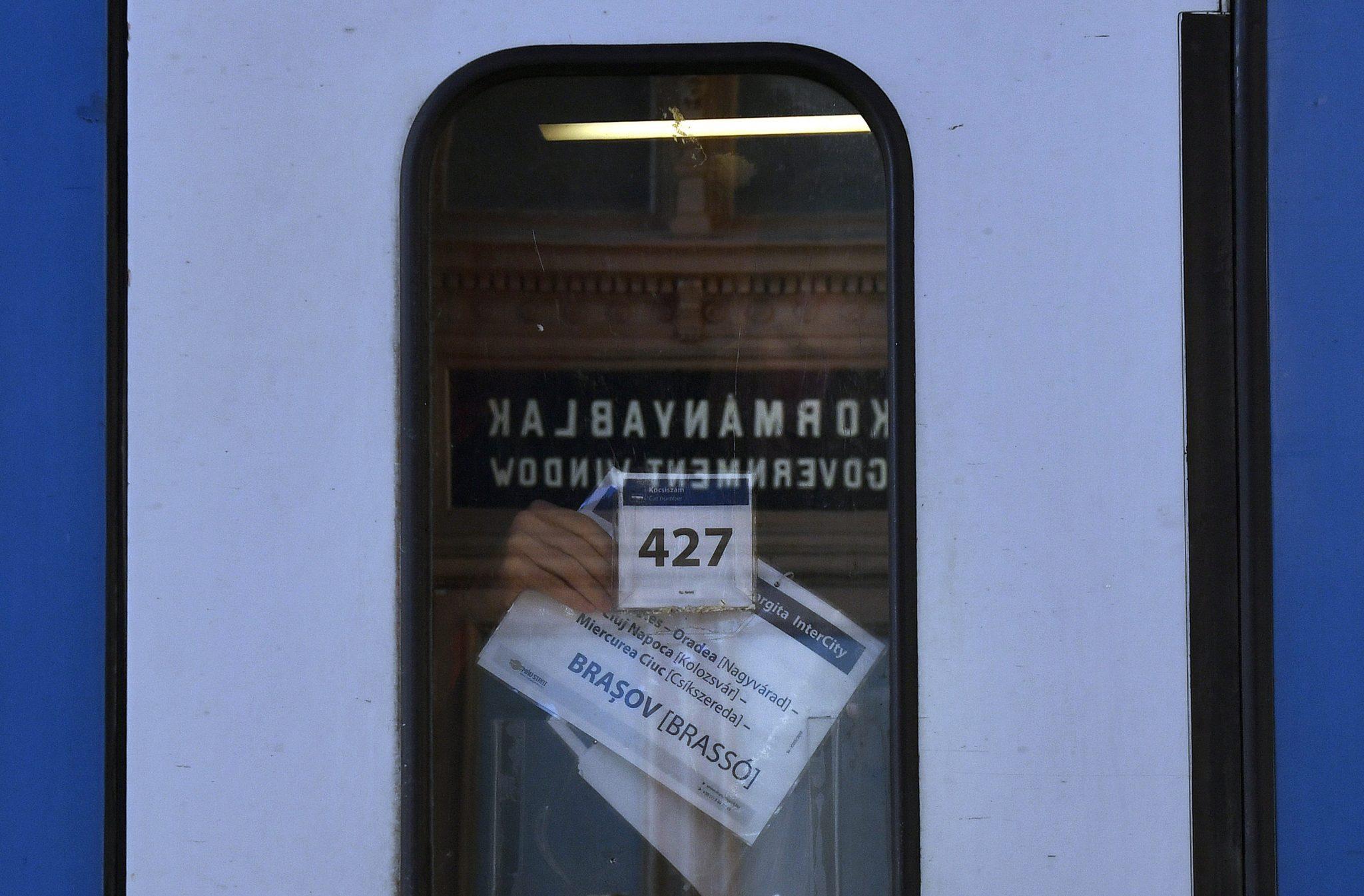 Trinanon 100: Ortsnamen an Eisenbahnschildern auch in ungarischer Sprache post's picture
