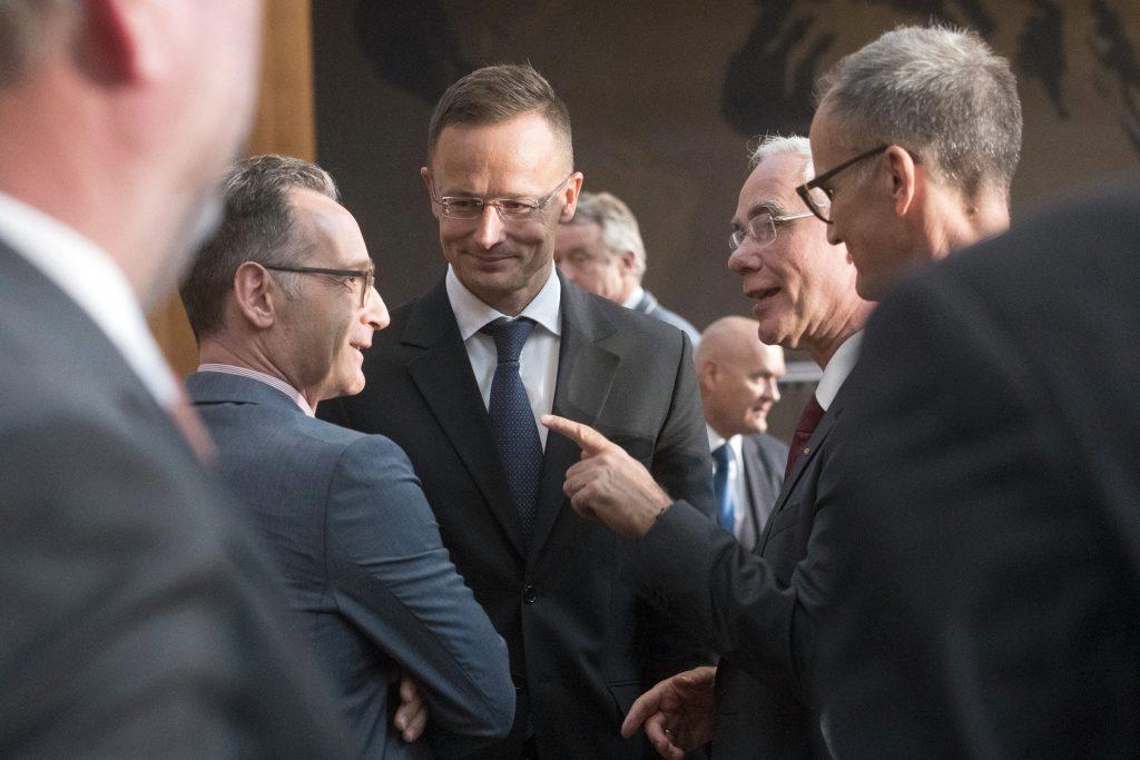 """Außenminister: """"Wir sind stolz darauf, einen Teil dazu beigetragen zu haben, Deutschland und Europa wiederzuvereinigen"""" post's picture"""