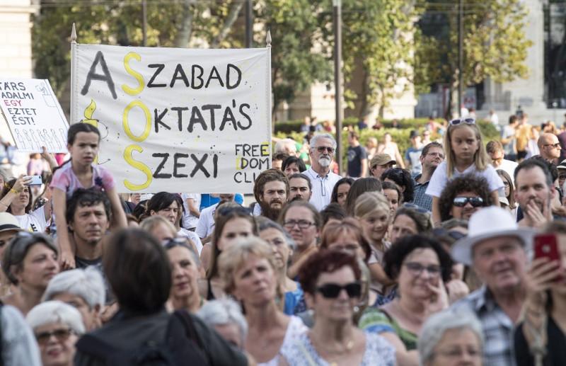 Schulbeginn mit Demos gegen Bildungsgesetz post's picture