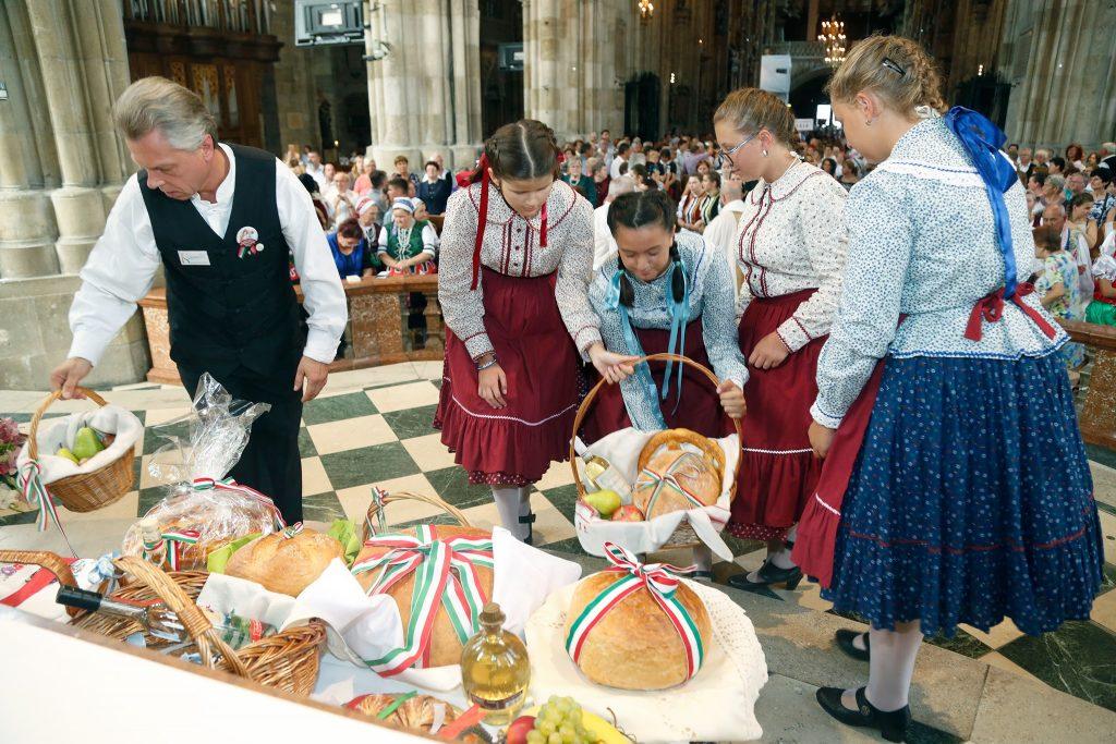 Ungarns erster König im Wiener Stephansdom gefeiert