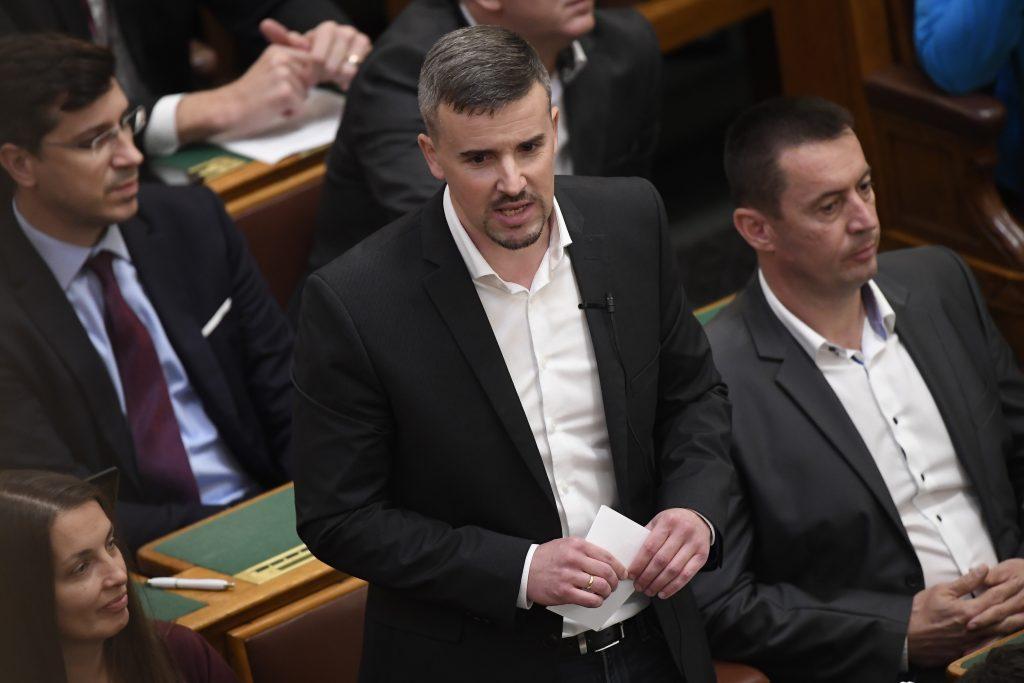 Fidesz-Abgeordnete verließen Sitzungssaal wegen Oppositionspolitiker post's picture