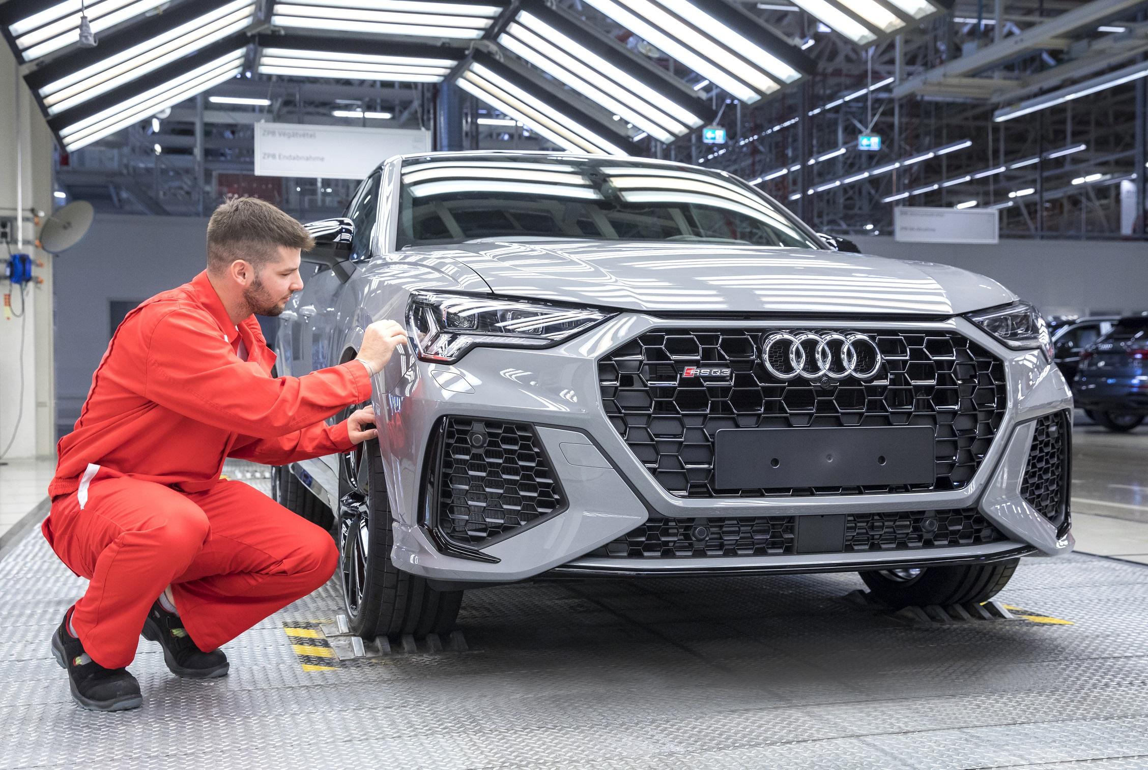 Start für den RS Q3 und RS Q3 Sportback bei Audi Hungaria post's picture