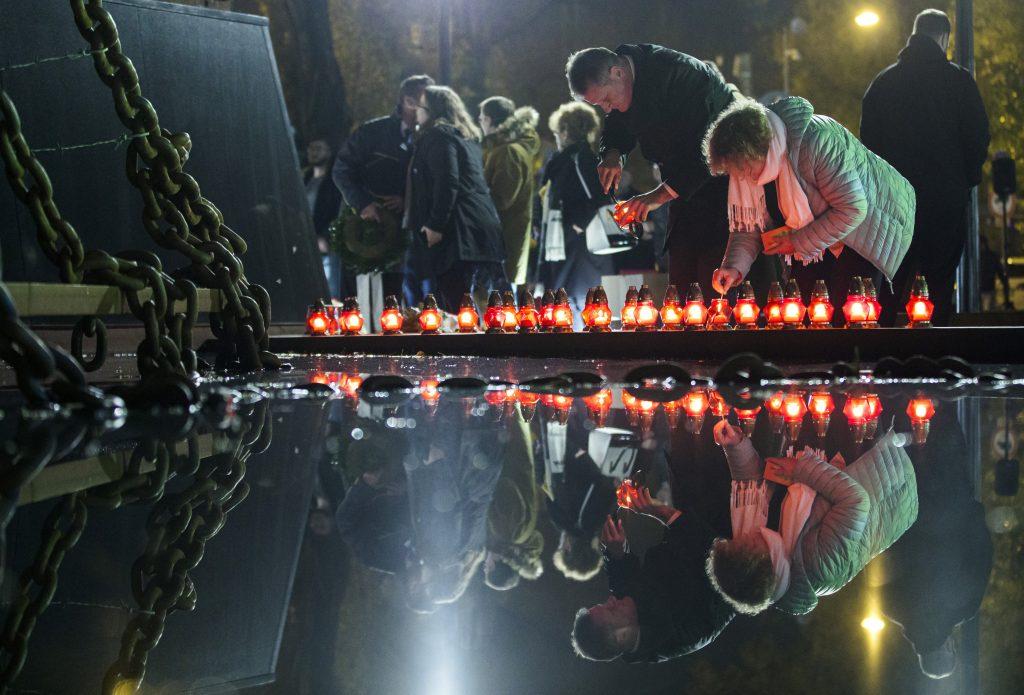 """Staatssekretär Kovács: """"Kommunismus hat keine Helden, nur Opfer"""""""