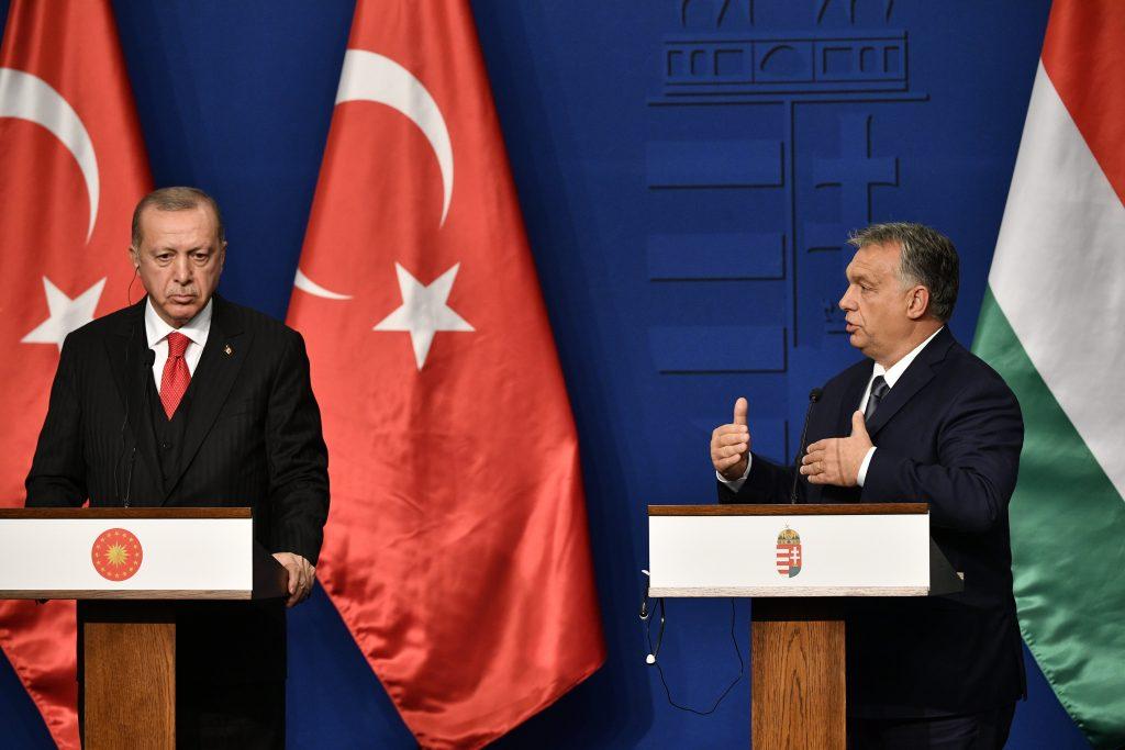"""Erdogan droht """"die Türen für Flüchtlinge zu öffnen"""" post's picture"""