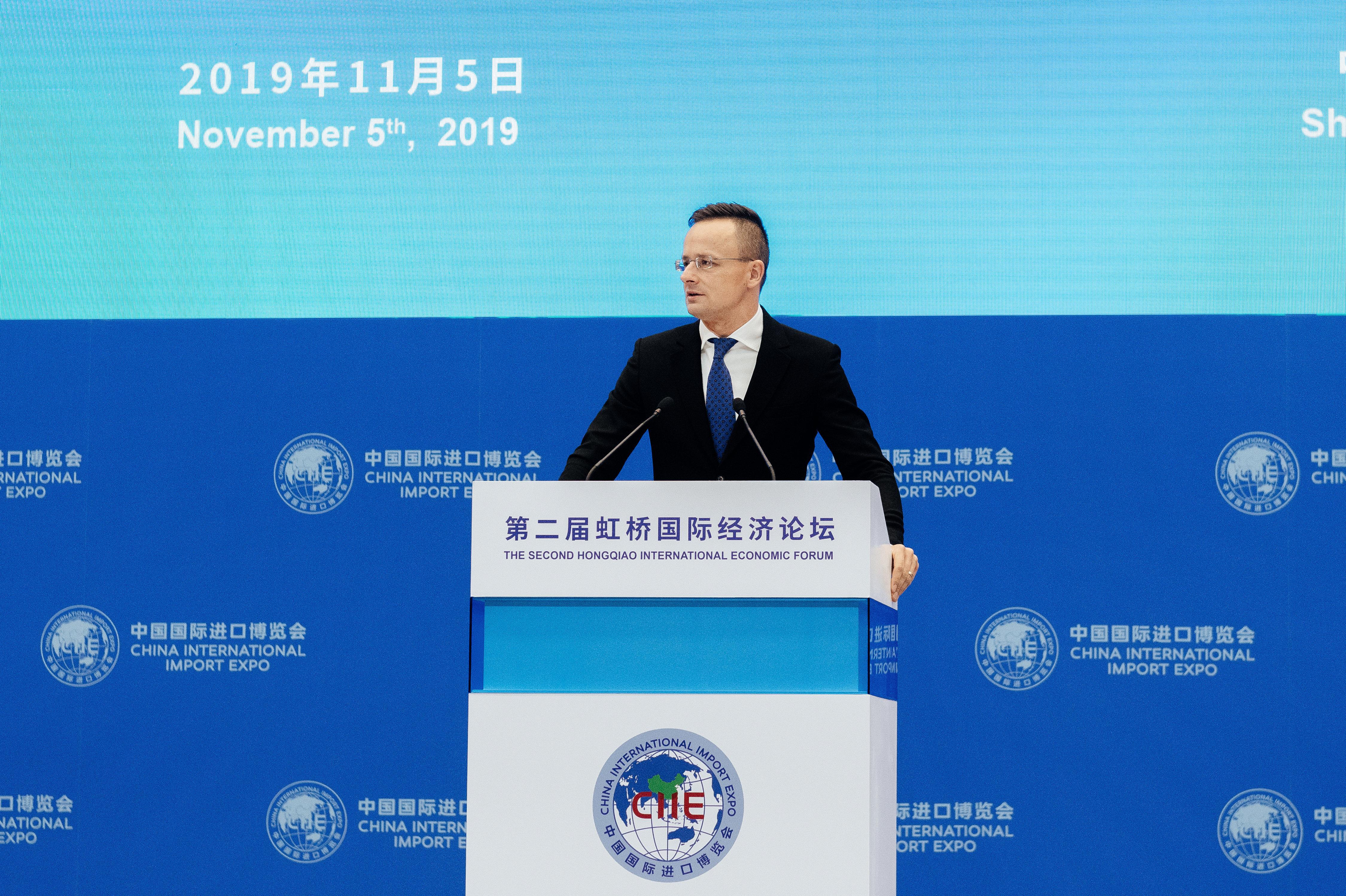 Außenminister Szijjártó: Regierung sieht die Entwicklung des E-Commerce als Priorität post's picture