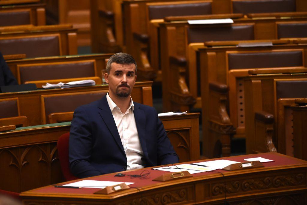 Hitzige Debatte im Parlament – Jakab setzt sich auf Orbáns Stuhl post's picture