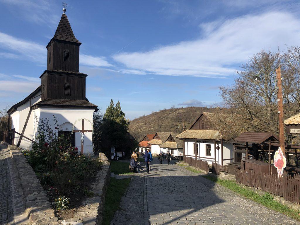 Hollókő, das lebendige Dorf