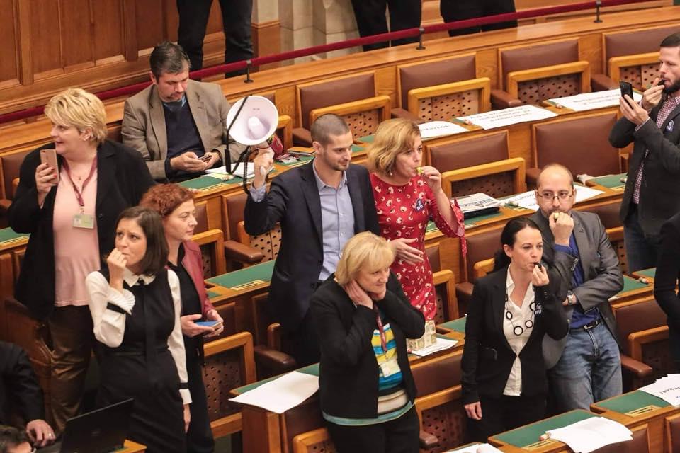 Opposition gegen strengere Verhaltensregeln im Parlament post's picture