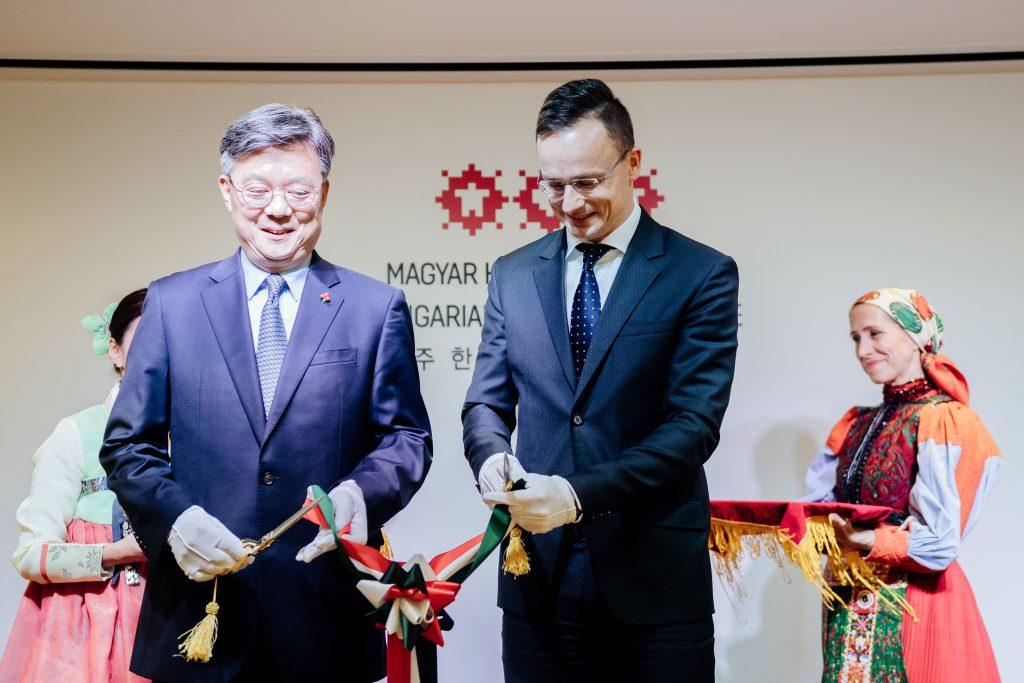 Szijjártó eröffnet Institut für ungarische Kultur in Seoul