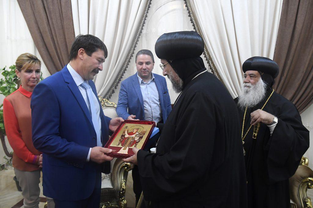 Präsident Áder trifft koptische christliche Kirchenführer in Ägypten