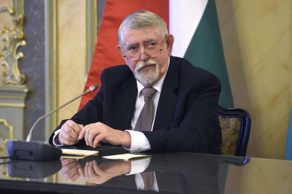 Sozialisten fordern den Rücktritt des Personalministers