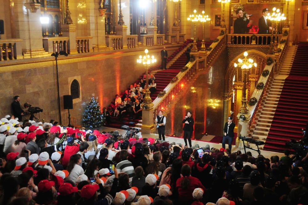 Kinderweihnachten im ungarischen Parlament