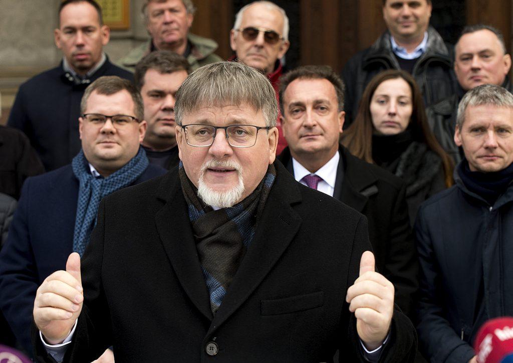 """Fidesz-Bürgermeister von Győr: """"Es hätte nicht geschadet, mit Ärzten über das neue Gesundheitsgesetz zu sprechen"""""""
