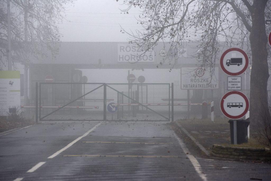 Warnschüsse bei Röszke: Migranten versuchen den Grenzzaun zu durchbrechen