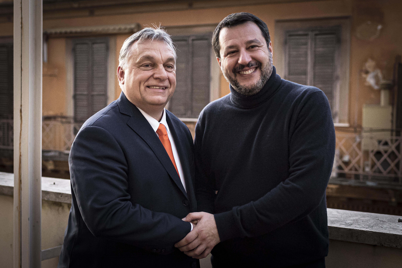 Orbán und Salvini streben die Gründung einer neuen konservativen Fraktion im EU-Parlament an