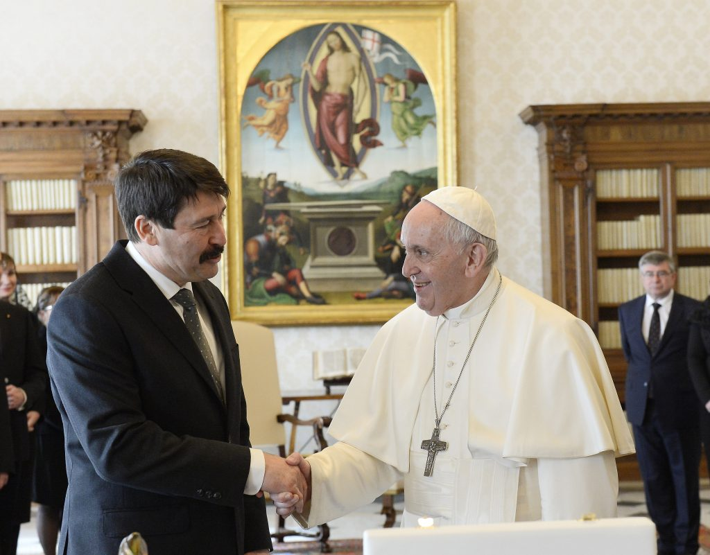 Präsident Áder lädt Papst Franziskus nach Ungarn ein