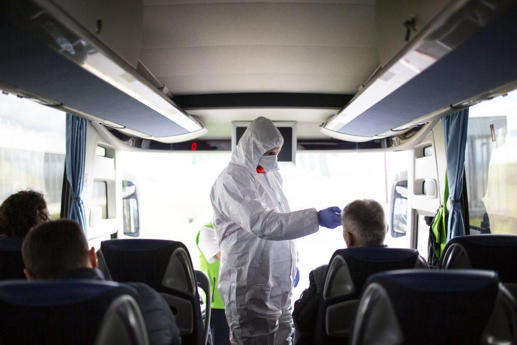 Zwei, wegen Verbreitung von Fakenews über Coronavirus, angeklagt