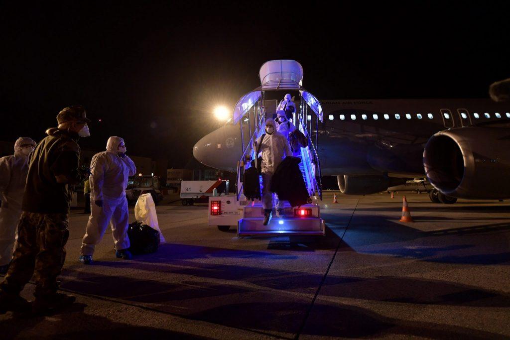 Aus Wuhan evakuierte Ungarn kehren nach Hause zurück