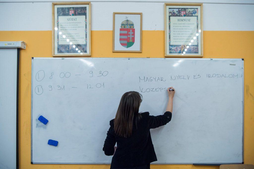 Párbeszéd fordert die Abschaffung des nationalen Lehrplans post's picture