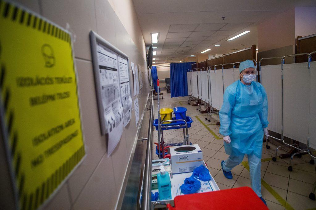 Ungarn erhöht die Anzahl der Krankenhäuser, die COVID-19-Patienten behandeln
