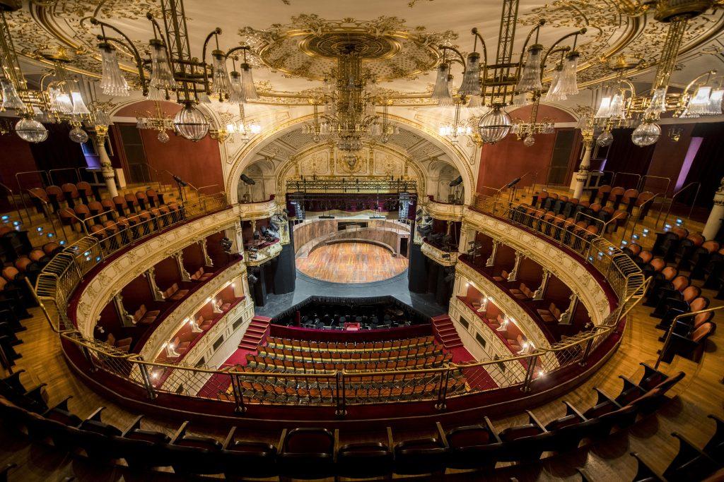 Coronavirus: Budapester Buchmesse, Theaterfestival verschoben, Santana sagt Konzerte ab