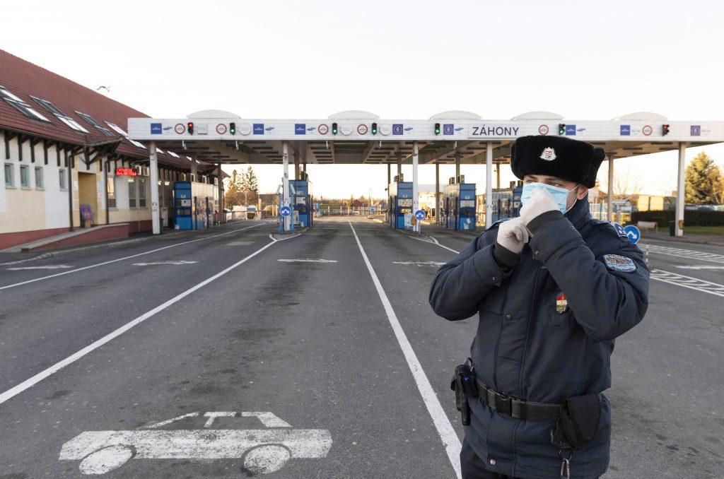 Bei dem Grenzübergang Záhony ist der Verkehr eingestellt post's picture