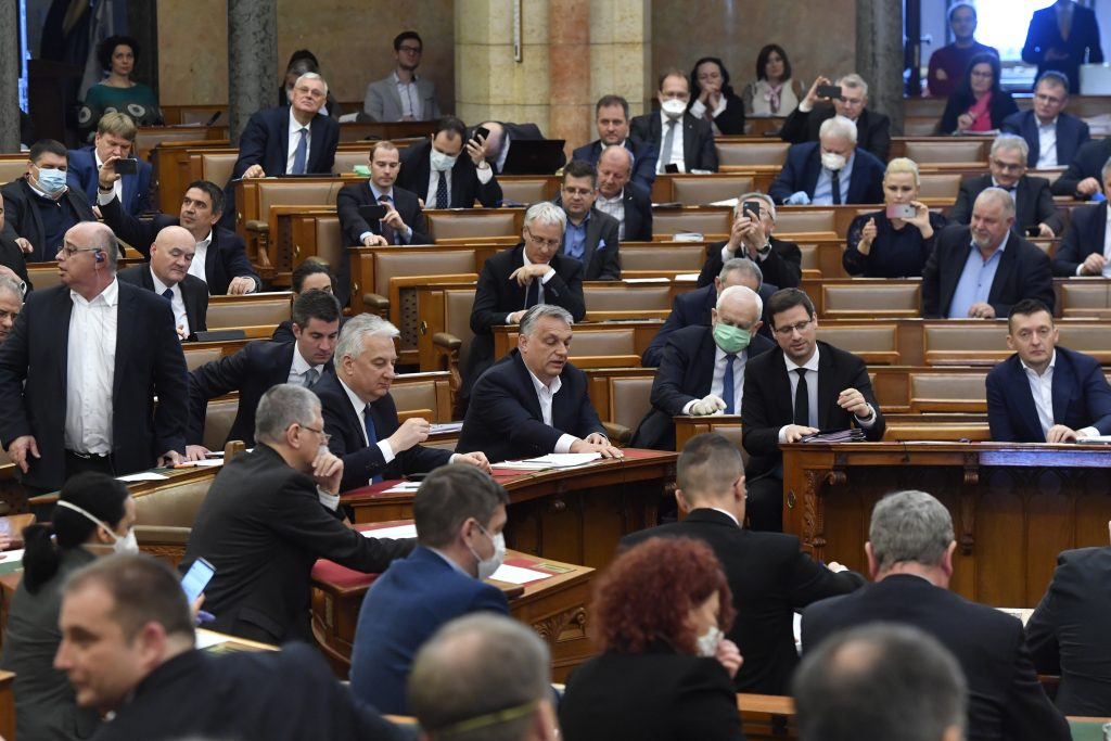 """Parlament verabschiedet Notstandsgesetz – Opposition gegen """"unbegrenzten Dauer"""" post's picture"""