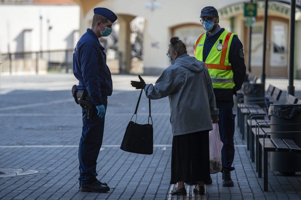 Operativstab: Ausgangsbeschränkung in Kraft, Kommandanten bei Krankenhäusern