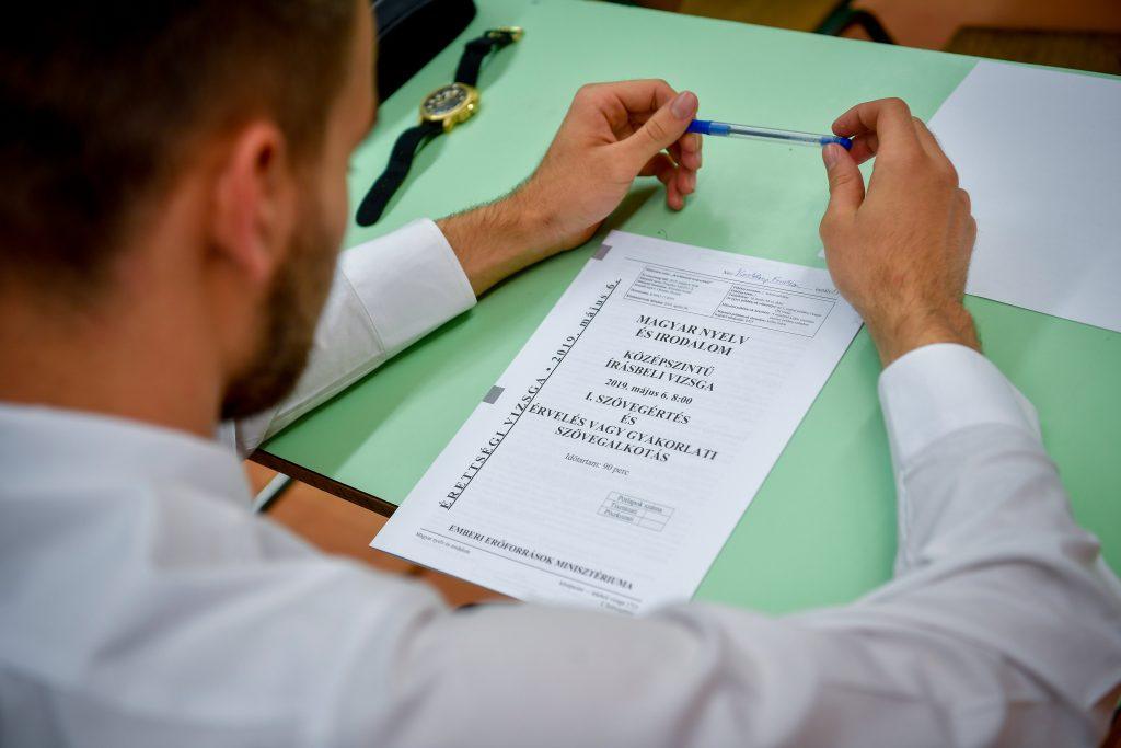 Sozialisten fordern vereinfachte Abiturprüfungen