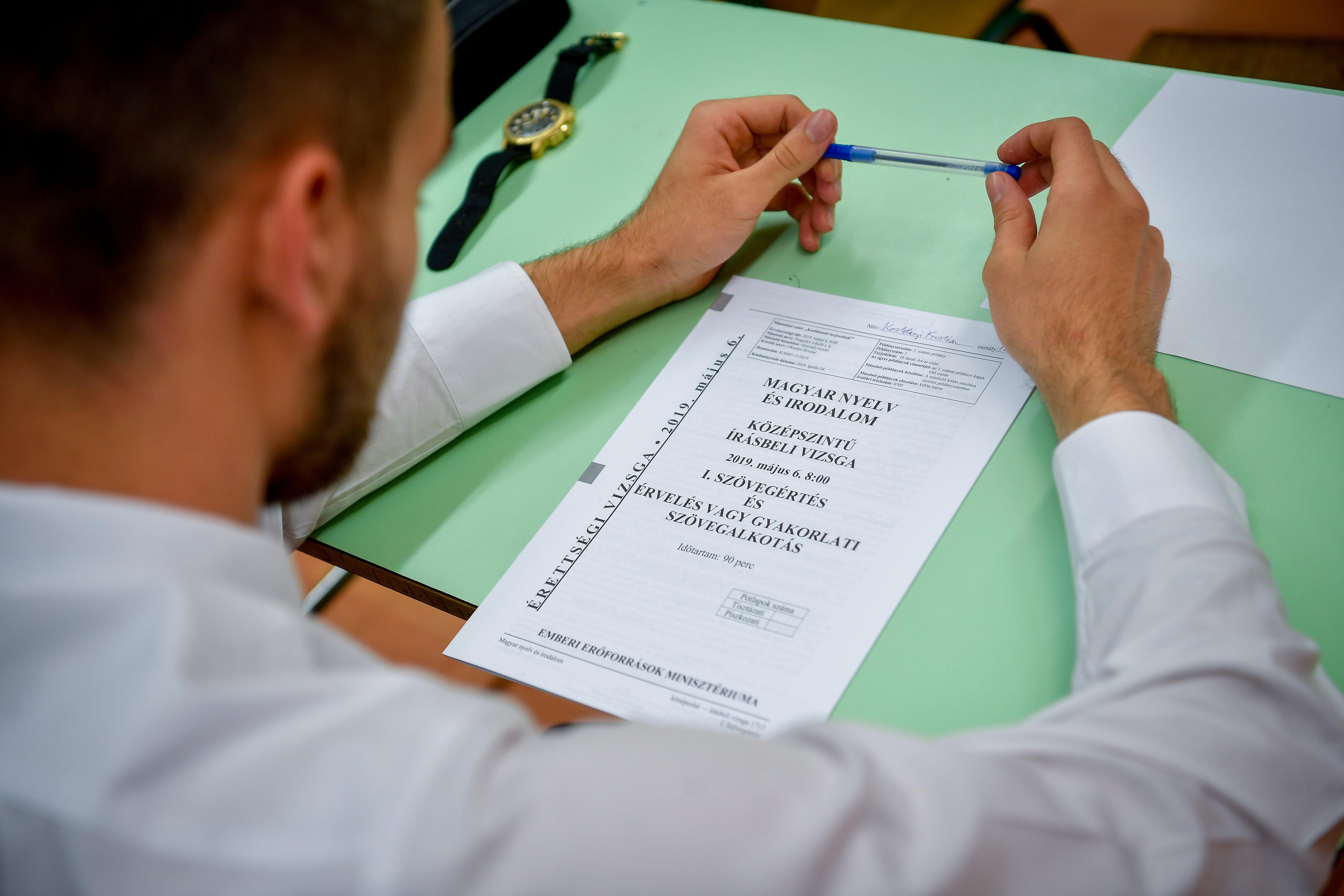 Sozialisten fordern vereinfachte Abiturprüfungen post's picture