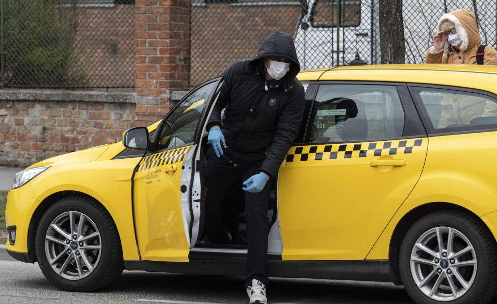 Budapest: Maskenpflicht in Geschäften, Märkten und Taxis ab Montag post's picture