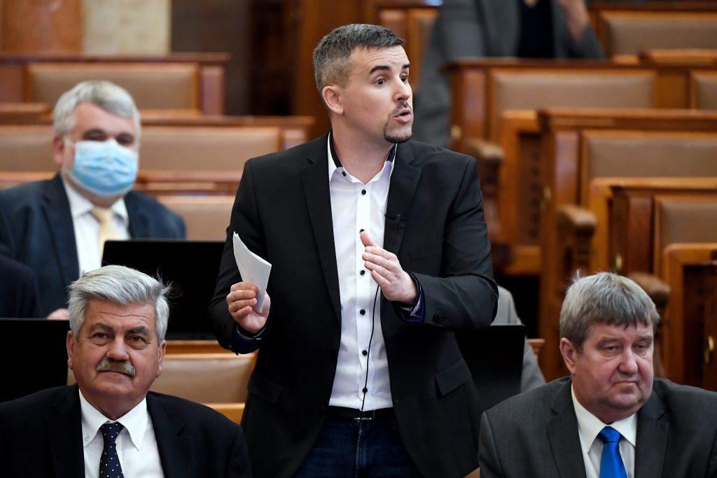 Fidesz wegen Verbreitung von Lügenparolen angezeigt