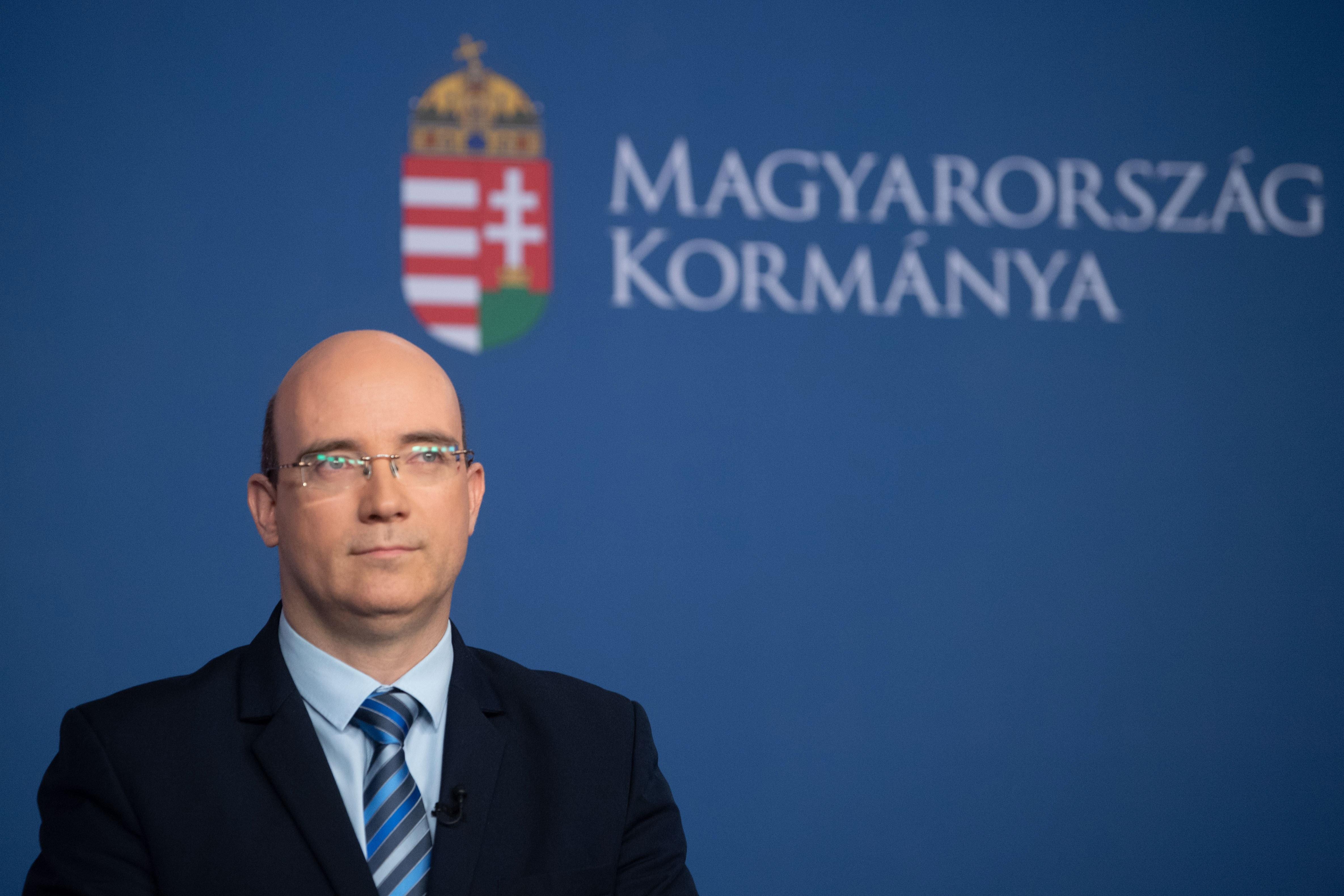 """Staatssekretär vergleicht Lehrergewerkschaft mit der """"Roten Armee Fraktion"""" post's picture"""