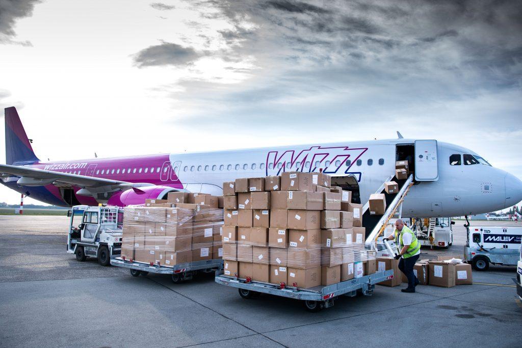 Wizz Air kündigt Entlassungen und Gehaltskürzungen an