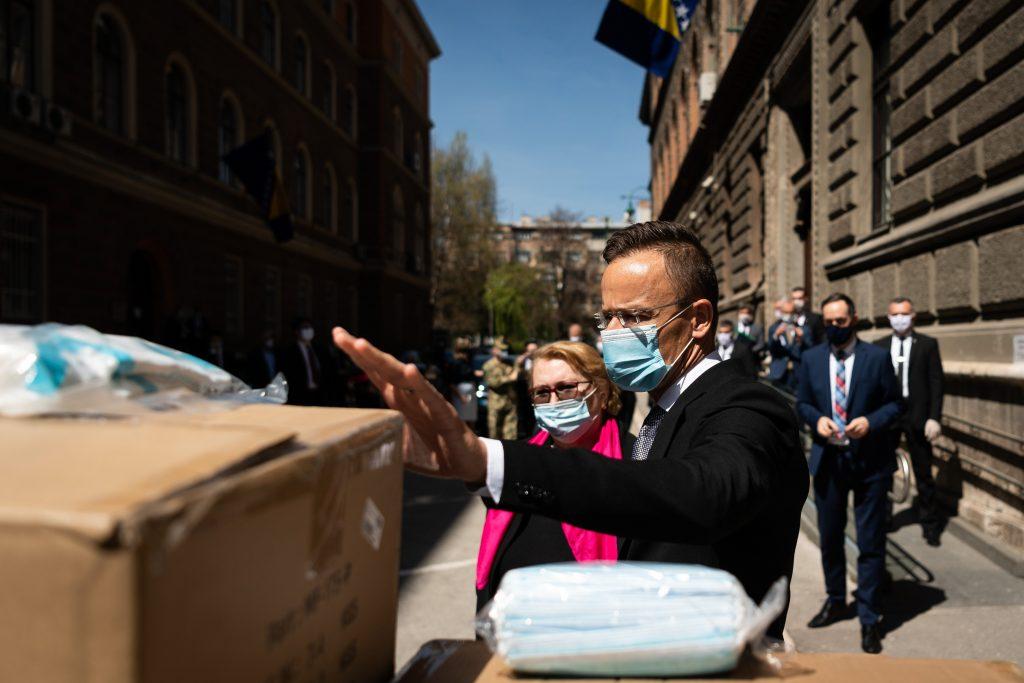 Ungarn spendet Schutzausrüstung an Bosnien