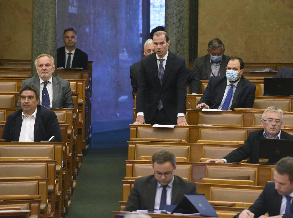 Fidesz: Karácsony sollte sich an das Gesetz halten