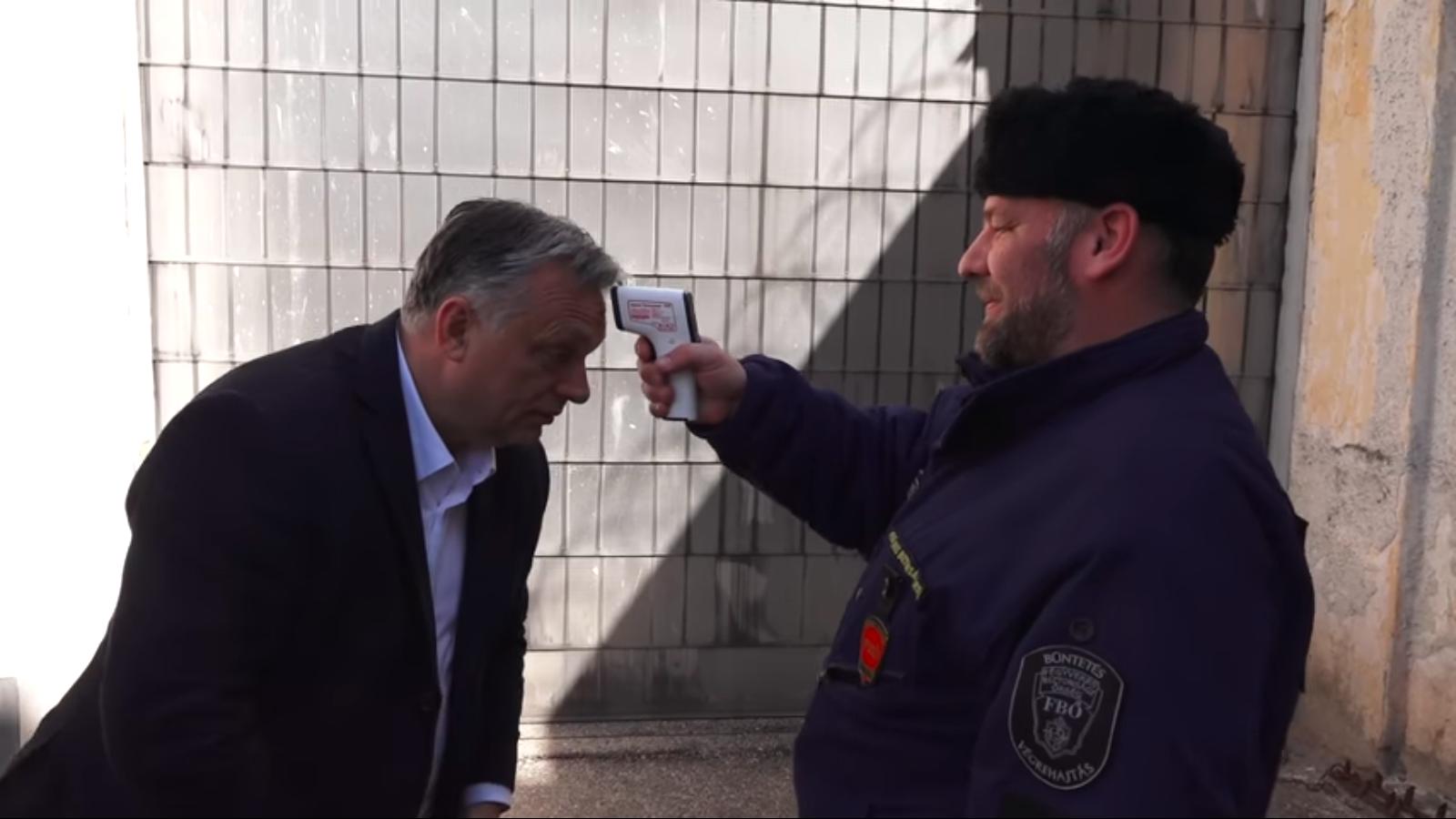 Orbán checkt die Herstellung von Gesichtsmasken im Gefängnis post's picture