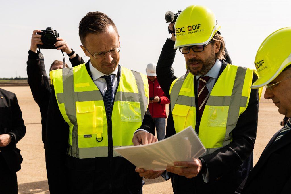 Außenminister: BMW-Werk in Debrecen soll gebaut werden